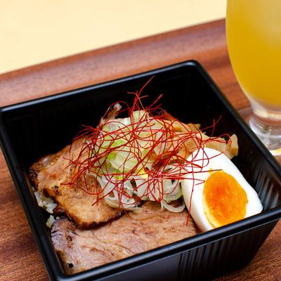 炙りチャーシュー丼(ソフトドリンクセット)