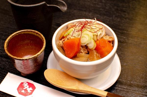 たっぷり野菜と豚もつの味噌煮込み