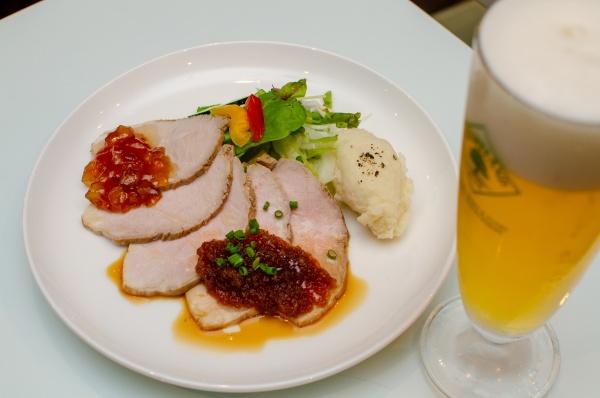国産豚のローストポーク・チーズマッシュ添え~2種のソース~